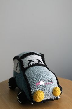 crochet retro toy car made by Psipsinel Handmade Car Makes, Retro Toys, Beanie, Crochet, Handmade, Etsy, Inspiration, Crochet Hooks, Hand Made