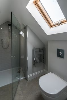 En suite shower room / bathroom in the loft extension. En suite shower room /& The post En suite shower room / bathroom in the loft extension. appeared first on England Gardens. Attic Shower, Small Attic Bathroom, Small Shower Room, Bathroom Design Small, Bathroom Interior Design, Interior Ideas, White Bathroom, Small Toilet Room, Bathroom Green