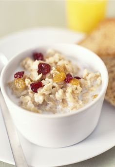10 Best Carbs To Eat For Weight Loss - Healthy Eating Tips Best Carbs To Eat, Good Carbs, Crockpot Recipes, Diet Recipes, Healthy Recipes, Recipies, Foods To Reduce Bloating, Fast Day, Oatmeal Recipes