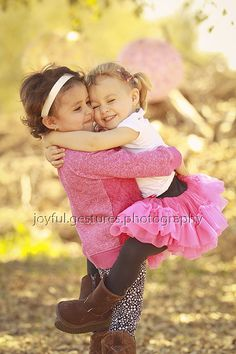 toddler girls children's portraits little girls photos photos of toddler sisters hugs