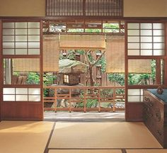 A traditional teahouse built during the Taisho period in Osaka, Japan, was the home of the late Kayako Sekiya, a teacher of tea ceremony, for the last 50 years on her life. Japanese Style House, Traditional Japanese House, Japanese Homes, Japanese Home Design, Sustainable Architecture, Residential Architecture, Japan Architecture Modern, Tropical Architecture, Academia Jiu Jitsu
