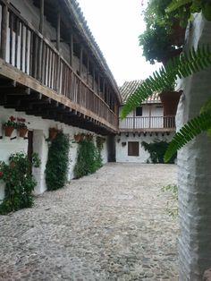 <p>Desde+siempre+he+mantenido+la+tesis+de+que+Córdoba+es+una+gran+ciudad+patrimonial+bañada+en+una+capa+de+turismo+estacional+-cada+vez+menos+estacionalizado-.+Esta+aleación+de+turismo+cultural+que+se+ha+conformado+en+Córdoba+dista+en+mucho+de+esa+Córdoba+auténtica+que+se+desconoce.+Analizando+redes+sociales,+blogs+…</p>