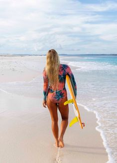 The new Palm Daze Billabong Surf Capsule is out! Let's get tropical 🌴 Kitesurfing, Female Surfers, Sup Stand Up Paddle, Skate Girl, Surfer Girl Style, Womens Wetsuit, Bikini Poses, Billabong Women, Surf Girls