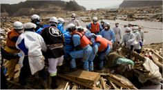 9. Thousands of killed and missing are reported. / Se informa de miles de muertos y desaparecidos.