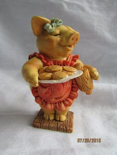 Collectible Miniature Pig Figurine By Pigsville 1993 PM 1359 Special Treat