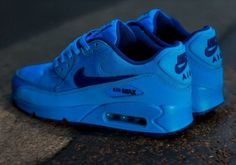 The Nike Air Max 90 GS gets laced with a dope photo blue and deep royal blue colorway. Check out the all blue from Nike here. Air Max Sneakers, Sneakers Mode, Sneakers Fashion, Fashion Shoes, Fashion Outfits, Nike Air Max, Air Max 90, Nike Running Shoes Women, Nike Free Shoes