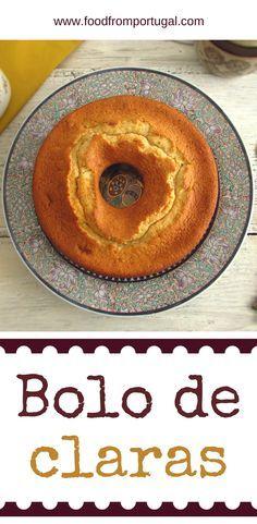 Bolo de claras | Food From Portugal. Convidou os seus amigos para um lanche e não sabe o que fazer? Este bolo de claras é a solução, simples e excelente para servir com café! #receita #bolo