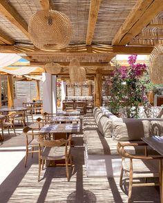 Beach Restaurant Design, Deco Restaurant, Rustic Restaurant, Restaurant Concept, Restaurant Interior Design, Outdoor Restaurant Patio, Chaise Restaurant, Outdoor Cafe, Outdoor Dining