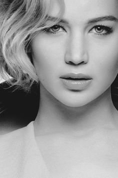 Jennifer Lawrence - Hunger Games, X-Men, Joy, Silver Lining Playbook Katniss Everdeen, Jennifer Lawrence Hot, Black And White Portraits, Beautiful Celebrities, Belle Photo, American Actress, Movie Stars, Portrait Photography, Hollywood