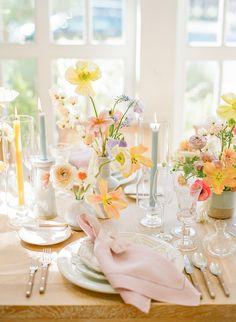 Spring Wedding Decorations, Wedding Table Flowers, Spring Wedding Flowers, Wedding Vases, Wedding Table Settings, Floral Wedding, Wedding Colors, Colorful Wedding Centerpieces, Wedding Flower Inspiration