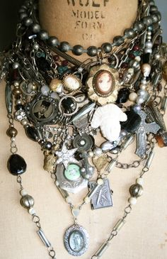 Google Image Result for http://somethingsublime.typepad.com/something_sublime_from_th/images/2007/11/03/amyhannajewelry.jpg