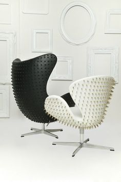 don't know if I've ever wanted something as much as I want this egg chair in black! Spiked Scandinavia From Fred Lives Here. Love this re design of the Swan and Egg chairs Interior Architecture, Interior And Exterior, Interior Design, Funky Furniture, Furniture Design, Classic Furniture, Console Design, Muebles Art Deco, Modern Furniture