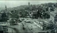 1950 ler tophane meydanı yol çalışması.. Yooooool yaptık!!! Old Pictures, Old Photos, Paris Skyline, New York Skyline, Turkish People, Historical Pictures, Istanbul Turkey, Old City, Old World