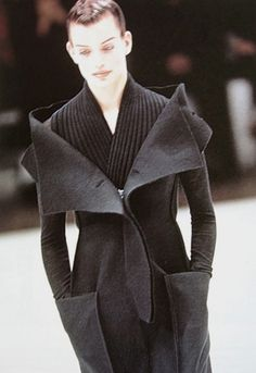 YOHJI YAMAMOTO, AW96. I feel like I have shoulders big enough to rock this look. Plus I want her hair. :)