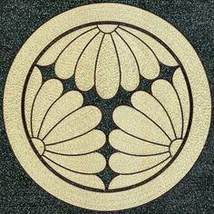 Three in a round-Warikiku Japanese Textiles, Japanese Patterns, Japanese Prints, Japanese Art, Japanese Family Crest, Vector Border, Photo Frame Design, Henna Body Art, Fashion Logo Design