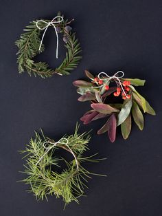 How-To: Mini Holiday Wreaths #holiday #DIY #wreaths