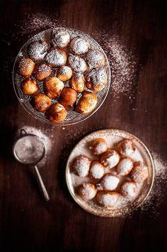 Buñuelos de Todos los Santos   Se acerca una de esas fiestas marcadas por el consumo de algún dulce en cantidades ingentes… así es. Pues qu...