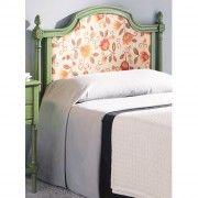 Cabecero de cama estilo época con panel tapizado. Se puede lacar en varios colores disponibles en el catálogo de www.tudecora.com