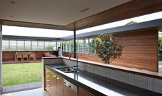 This kitchen shows contrast to featherston house as architect has made the kitchen become apart of the courtyard