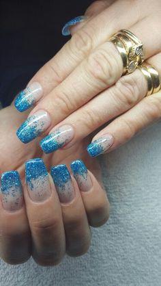 Naglar blå glittriga