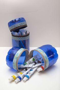 Reciclaje de botellas de plástico para hacer envases. Resultado final Reuse Plastic Bottles, Plastic Bottle Crafts, Diy Arts And Crafts, Diy Crafts, Diy Pet, Altered Bottles, Do It Yourself Crafts, Bottle Art, Recycled Crafts