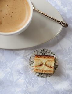 Tortelina: Pita sa kafom i piskotama Dessert Recipes, Desserts, Cookies, Hair, Bakken, Tailgate Desserts, Crack Crackers, Deserts, Biscuits