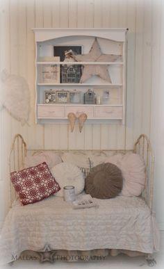 Ruokailuhuoneen nurkkaus <3 Shabby Chic Decor, Sweet Home, Villa, Bright, Living Room, Table, Furniture, Beautiful, Home Decor