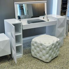 Vanity Desk I want this!