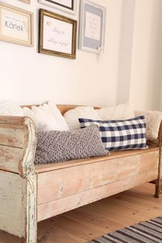 rustic bench - my baby crib ends could look like this with some work... may have to turn it into a bend/daybed when we're done having babies...