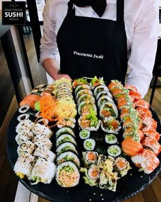 sushi makes me happy :) Think Food, I Love Food, Good Food, Yummy Food, Sushi Recipes, Asian Recipes, Sushi Platter, Exotic Food, Food Goals