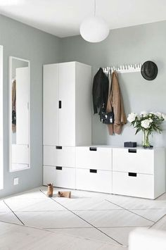 Light-filled entryway with Ikea & # Stuva & # s; storage system Entryway for drop . - Home Decor -DIY - IKEA- Before After Entrada Ikea, Nordli Ikea, Interior Inspiration, Hall Inspiration, Bedroom Decor, Ikea Bedroom Storage, Hallway Storage, Tv Storage, Record Storage