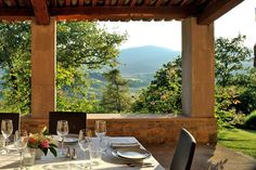 would love to take one of those agriturismo vacations, learning Tuscan cooking techniques and pairings; then enjoying them on the back patio for some alfresco dining