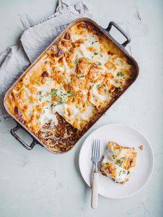 Linselasagne - Den bedste vegetar lasagne med røde linser Tasty Vegetarian Recipes, Veggie Recipes, Dinner Recipes, A Food, Food And Drink, Frittata, Food Crush, Greens Recipe, Everyday Food