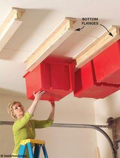 Super Idee für eine Kammer, Dachboden oder den Schuppen zum Kisten und Boxen Platz sparend verstauen. #platzsparen #raumlösung