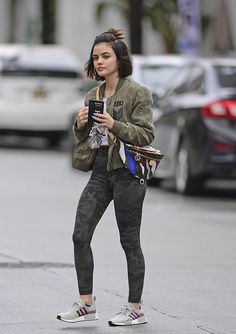 Lucy Hale Street Style in a Skinny Grey Camo Ankle Length Leggings Heading To Los Angeles, Autumn Winter Lucy Hale Outfits, Lucy Hale Style, Pretty Little Liars Outfits, Casual Day Outfits, Camouflage Leggings, Autumn Street Style, Street Chic, Ankle Length Leggings, Weekend Wear