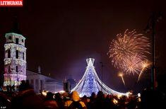 Happy New Year 2020 Around the World – Part 1 – Daily Mail New Years Eve Fireworks, Best Fireworks, New Year's Eve Celebrations, New Year Celebration, Happy New Year Everyone, Happy New Year 2020, New Year In Scotland, Edinburgh Hogmanay, People Around The World