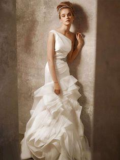 vera wang wedding dress...i wanted this so badly lol. but not engaged so...