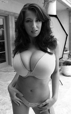 Jana Defi - big smooth bra - out doors