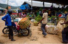 Markt in Iringa, Tansania. Quer durch Afrika- Geschichten von unterwegs by Marion and Daniel