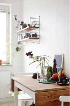 I wish I lived here: A mish-mash of furniture styles in Sweden - cate st hill Retro Furniture, Furniture Styles, String Shelf, Living Room Shelves, Kitchen Dinning, Dining Room, Mish Mash, Blog Deco, Kitchen Styling