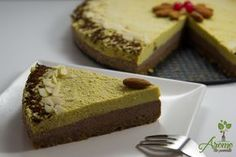 Tort raw vegan de ciocolata si portocale Raw Cake, Tasty, Yummy Food, Cacao, Raw Vegan, Deserts, Cooking Recipes, Sweets, Sugar