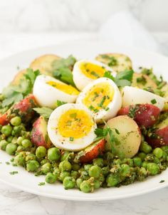 This is potato and egg salad is so easy to throw together, you need just basic and inexpensive ingredients and a flavorsome herbed mustard vinaigrette. Potato Salad Dill, Potato Salad Mustard, Potato Salad Dressing, Potato Salad Recipe Easy, Potato Salad With Egg, Egg Salad, Potato Recipes, Pea Recipes, Spinach Salad