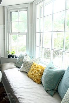 Building a Window Seat with Storage in a Bay Window - Diy Poject Ideas Furniture, Front Room, Window Seat Storage, Diy Furniture Chair, Bay Window, Mid Century Dining Chairs, Interior Design, Diy Window, Bay Window Seat