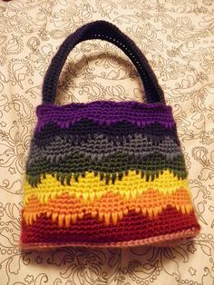 Rainbow Spikes Handbag: free crochet pattern - I like the fact that there is no linen needed for this bag!! <3