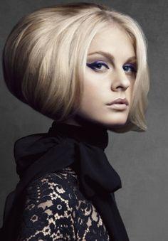 Die Trendfrisuren 2013 sind so vielfältig, dass wirklich jeder Schopf modisch vorne mitspielen kann. Nach wie vor ist auch bei den Frisuren 2013 langes Haar ein Hauptthema...