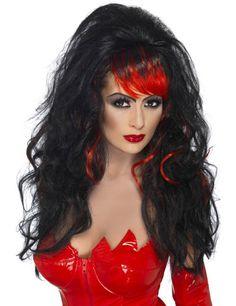Teufelin Halloween Locken Perücke schwarz-rot aus der Kategorie Halloween Perücken. Wenn diese sexy Teufelin das Tanzbein schwingt, geht die Tanzfläche in Flammen auf - so heiß ist sie! Tolle Halloweenperücke, die Teufelskostüme perfekt ergänzt!
