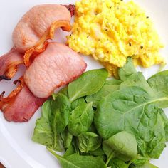 Pre-training #brunch - truffled scrambled eggs grilled lean bacon & spinach. All produce from @boroughmarket - truffle butter - my secret present to myself! Sillfield farm has the best eggs! #paleo #foodbloggers #healthyeating #highprotein #healthyfoodporn #healthylifestyle #fatloss #foodie #weightloss #fitfam #musclefood #gourmet #taste #breakfast