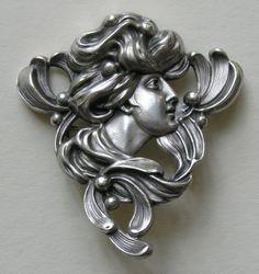 Отличный пример проработки деталей под миниатюрную пластику для оксидированного серебра.