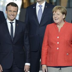 Es ist offenbar der Beginn einer wunderbaren Freundschaft: Frankreichs neuer Präsident Emmanuel Macron (39) wurde von Angela Merkel (62) Emmanuel Macron, Work Outfits, Single Breasted, Amazing Women, Germany, Suit Jacket, Suits, Jackets, Fashion