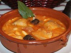Receta | Judiones del convento - canalcocina.es Spanish Kitchen, Spanish Cuisine, Spanish Food, Curry, Cheeseburger Chowder, Stew, Tasty, Cooking, Ethnic Recipes